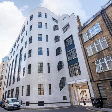 [INSTAGRAM] 19 Wells St. is one of Storeys newest buildings, right in the heart of Fitzrovia...The fully restored Grade 2 listed building turns 90 this year.